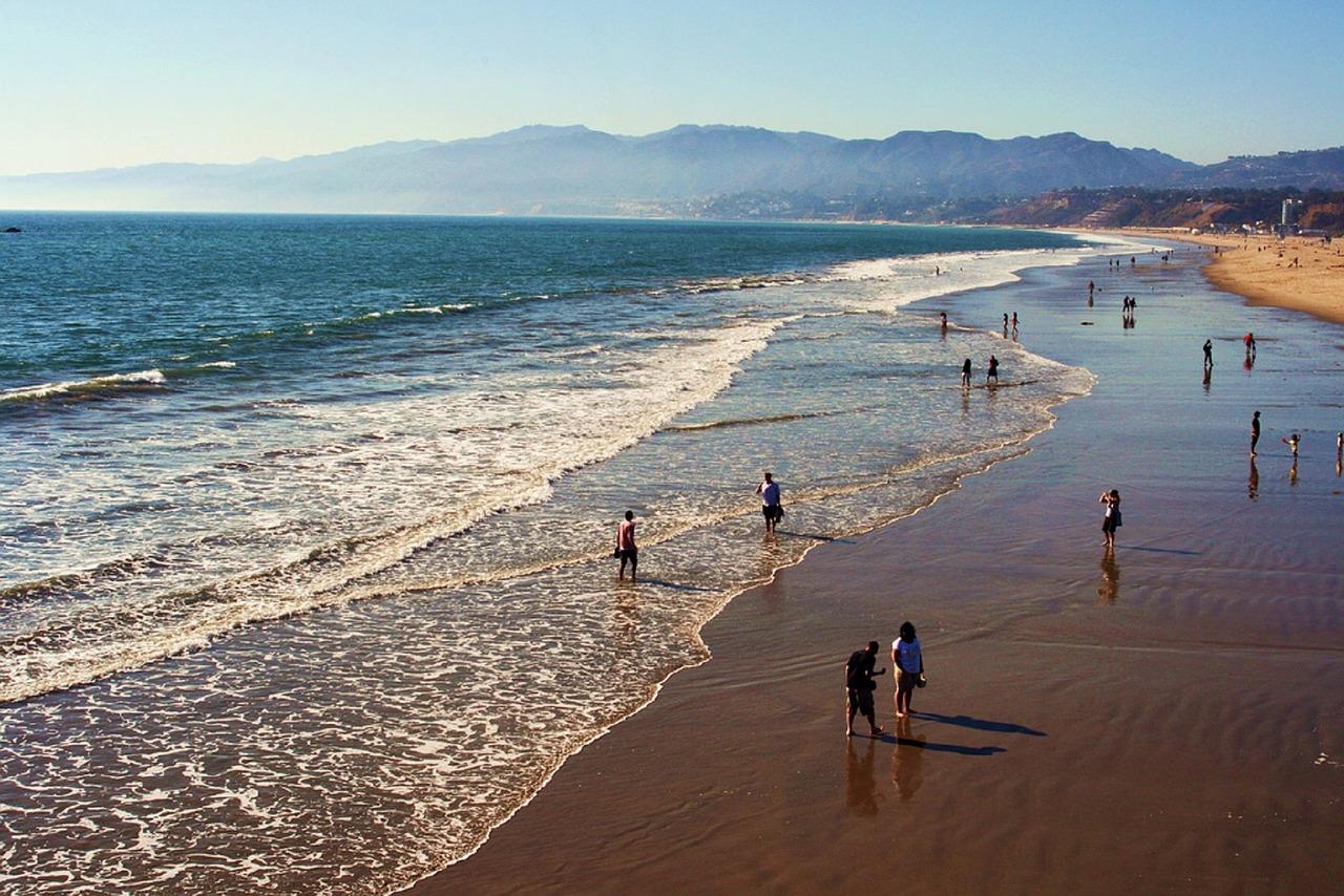 beach-1087732_1280.jpg