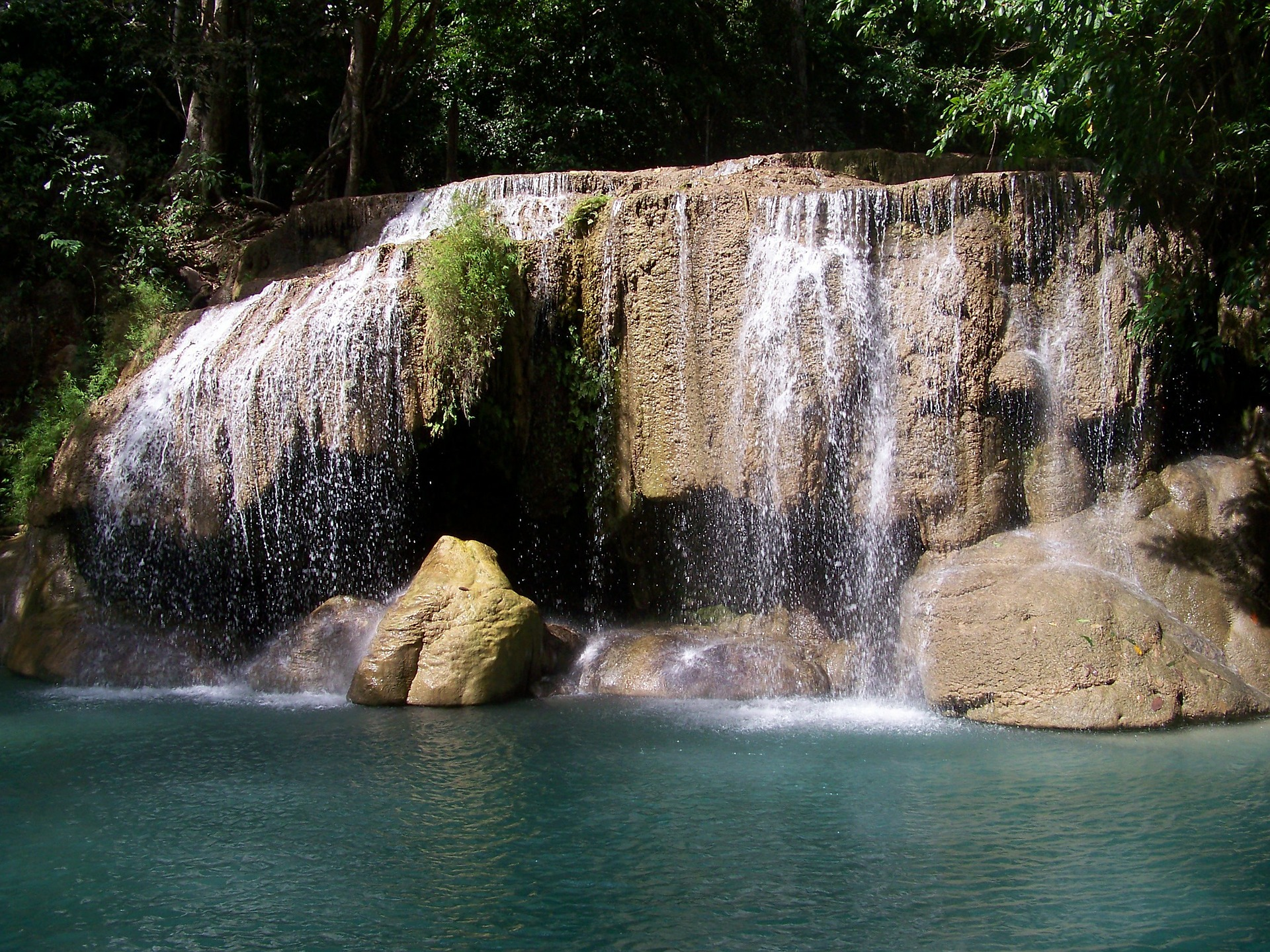 waterfall-224027_1920.jpg