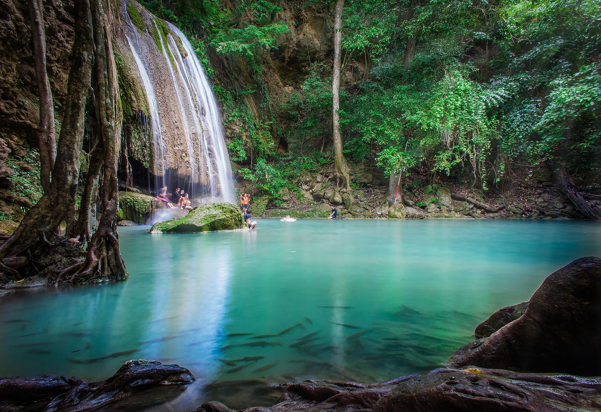 waterfall-3182326_1920.jpg