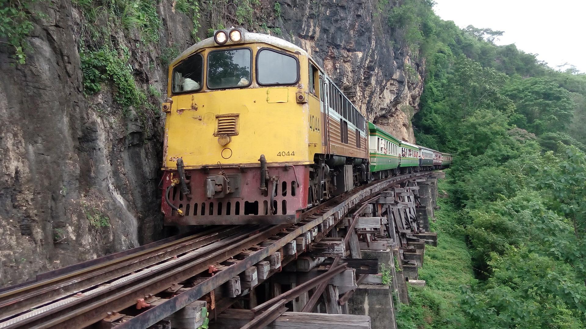 train-861407_1920.jpg
