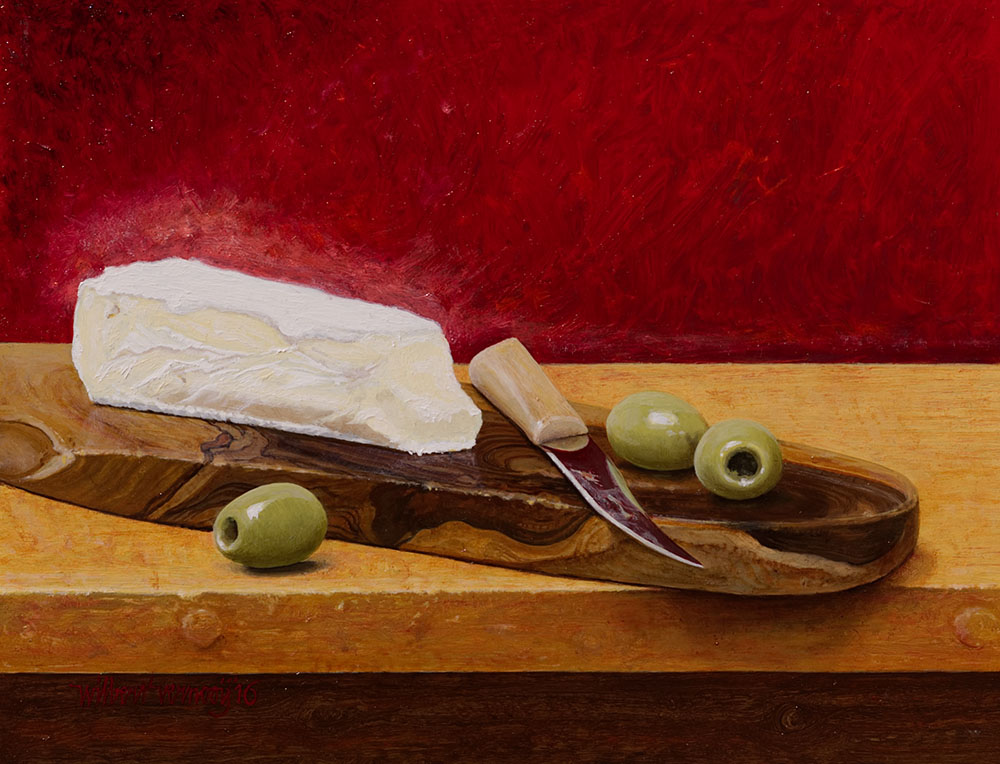 Franse kaas op plank met olijven | French cheese on shelf with olives