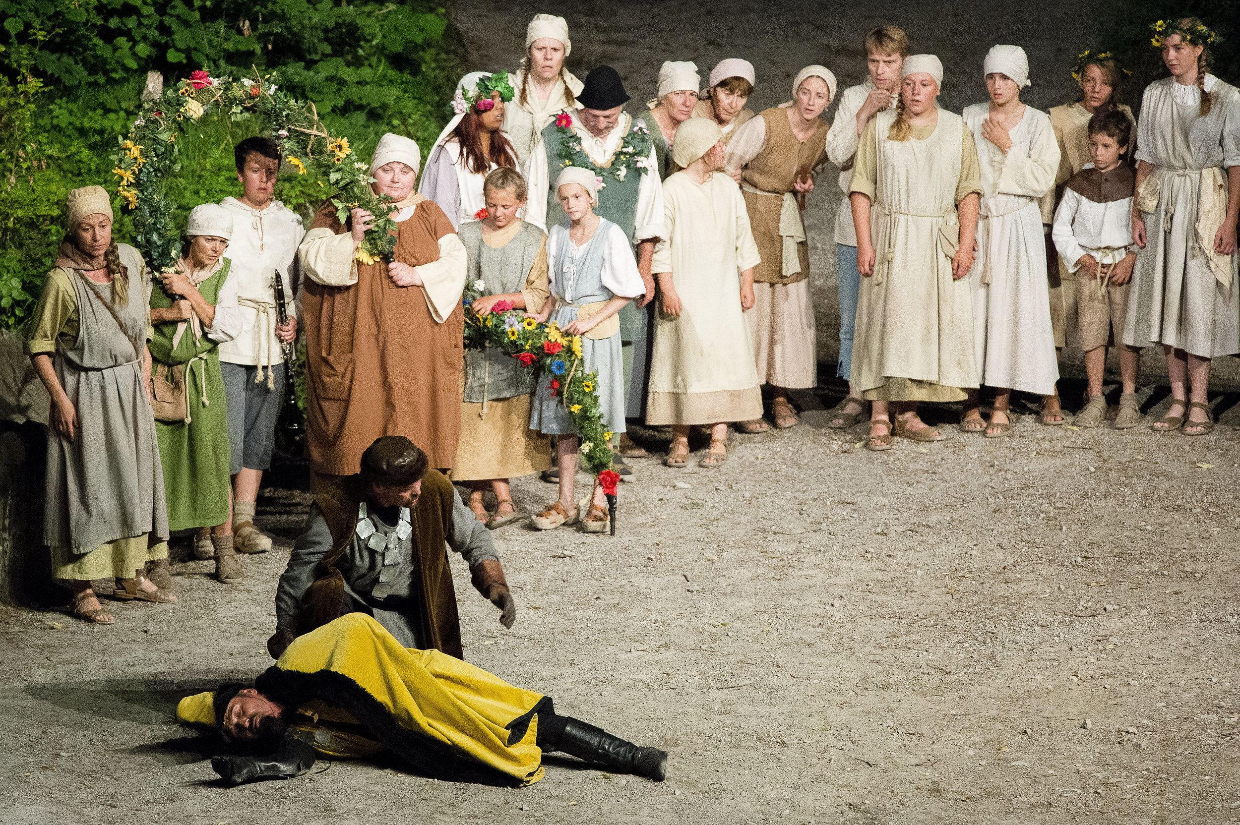 Toter Gessler in der holen Gasse bei den Tellspiele in Interlaken waehrend der Premiere am 28. Juni 2015.
