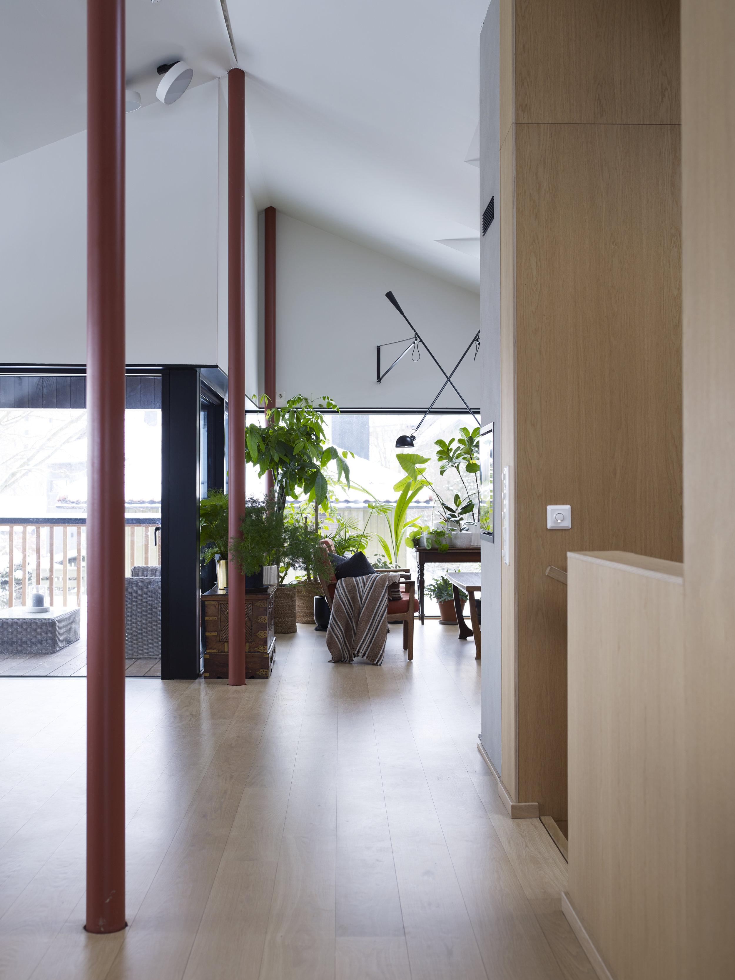 Enebolig på Godlia - På Godlia i Oslo har vi tegnet og ferdigstilt en enebolig med praktikantdel og garasje under terreng. Garasjen deles med eksisterende bolig på eiendommen, og på denne måten frigjorde vi areal til å kunne bygge nytt og bevare hage for begge boliger.