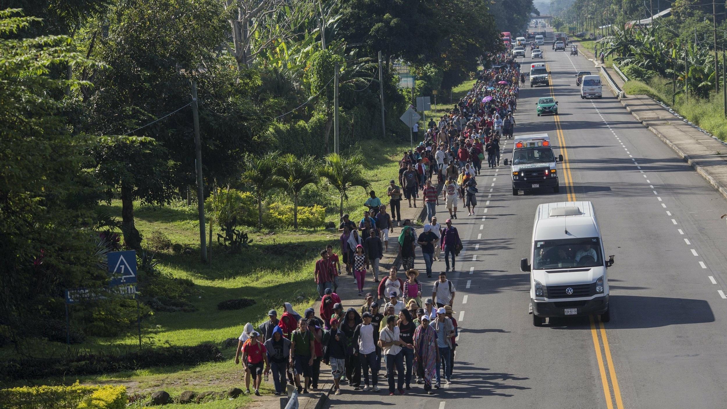 2018-10-30 - Honduran migrants walk to Tapachula from Ciudad Hidalgo