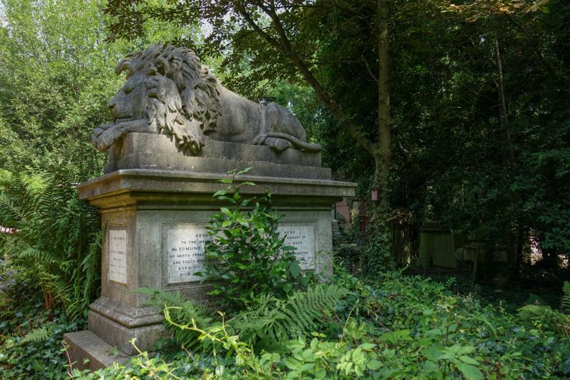 Highgate Cemetery-2.jpg