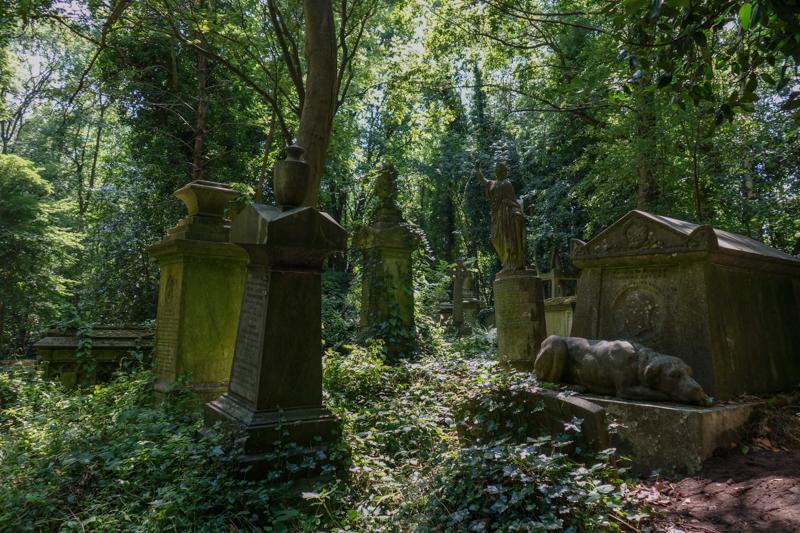 Highgate Cemetery-3.jpg
