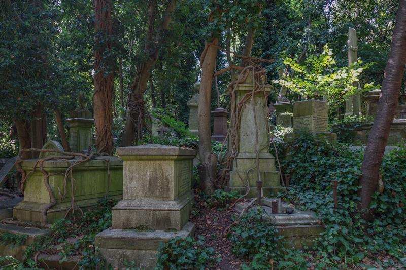 Highgate Cemetery-4.jpg