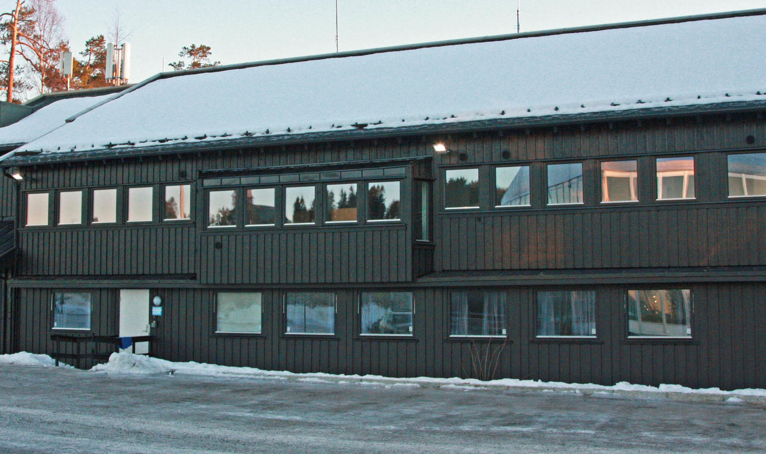 Kontorbrakkene til hoppanlegget i Holmenkollen fra 1984