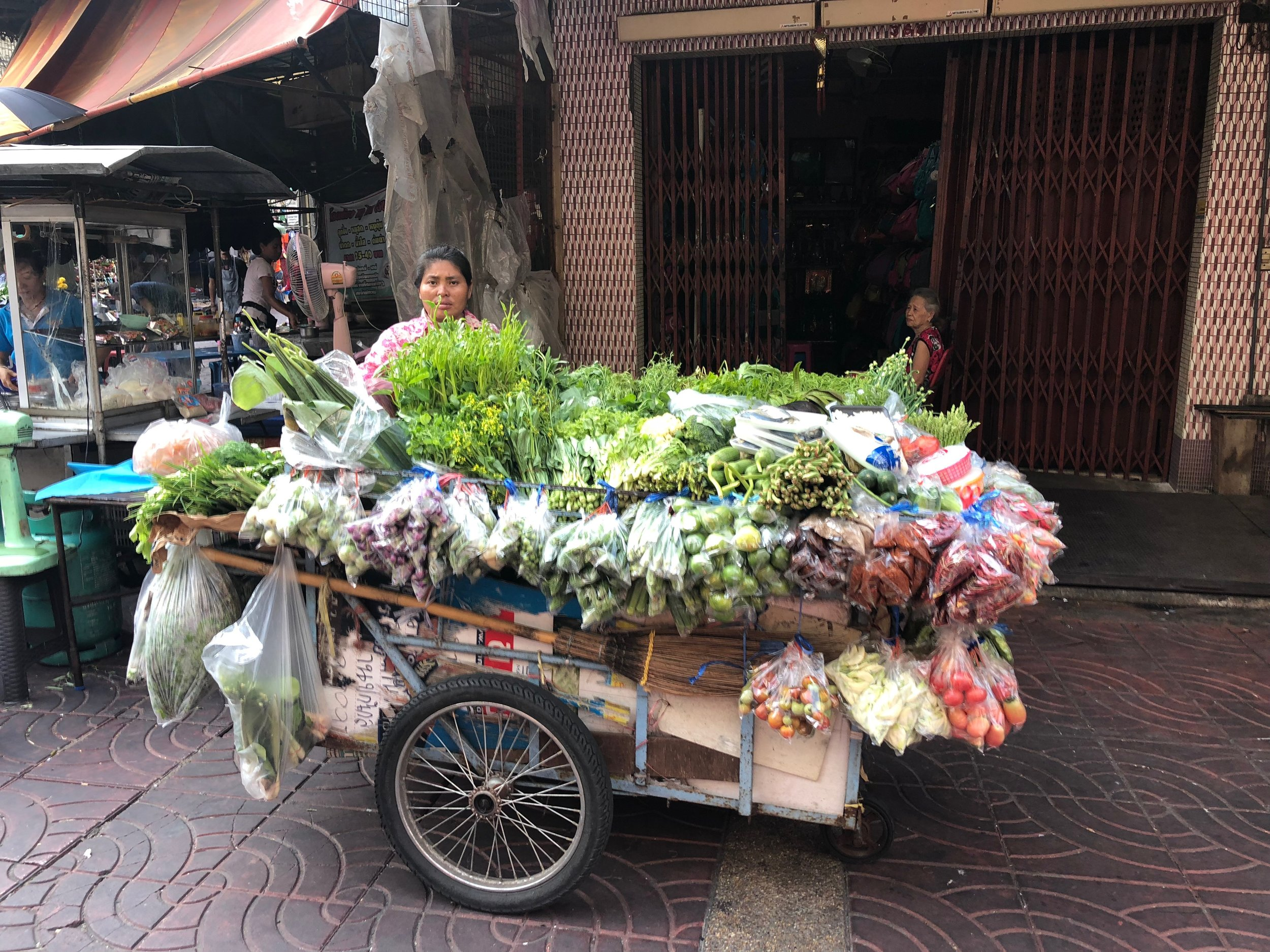VEGGIES!!!! This is my kind of cart....;)
