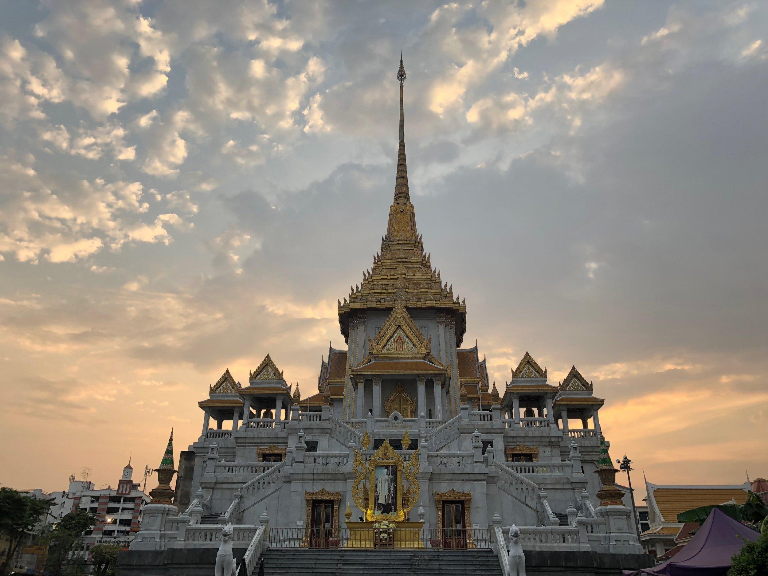 Wat Traimmit Temple