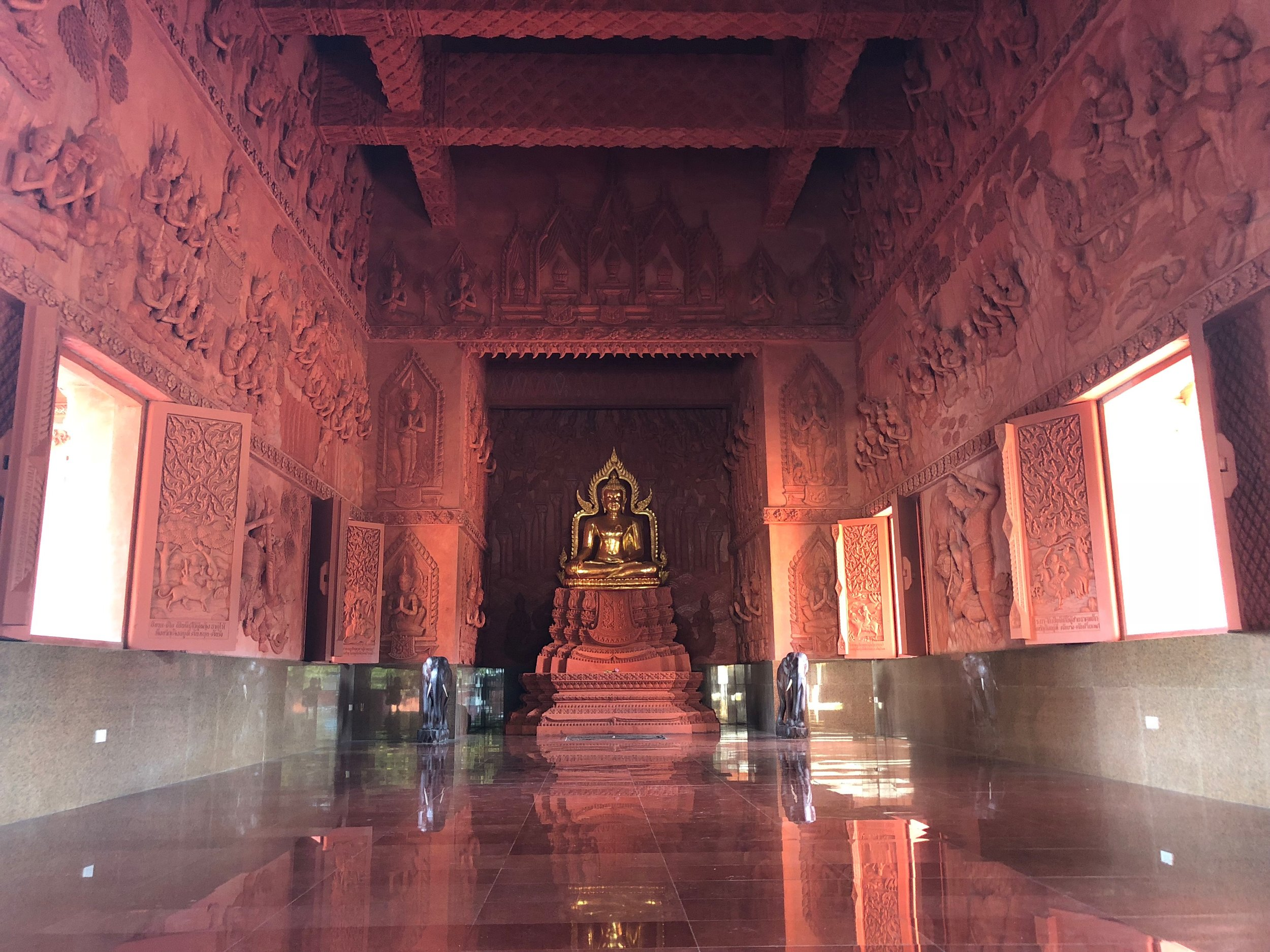 So many beautiful temples everywhere.....