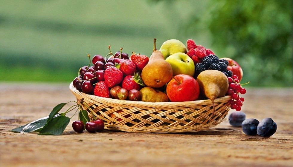 Auch in Früchten steckt Zucker. Diese liefern jedoch ausserdem auch noch Ballaststoffe und Vitamine.
