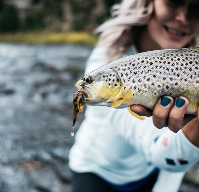 @rahjaxo May have caught the fish but it was my Bennett's lunch $ and 🚣🏽♀️so I'm gonna go ahead and give myself 90% credit. @flygeekmatt #streamerjunkie #ladykapaa #flyfishing #tieyourown #streamer