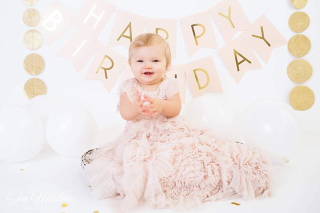 Oh Raeleigh, pink and gold look perfect on you!  You made sing all kinds of silly songs but you loved it! . . . #cakesmash #firstbirthday #jenmeadowsphotography #fontainebleaustatepark #mandevillelaphotographer #louisianaphotographer #naturalightphotographer #mississippiphotographer #jacksonmsphotographer #beachphotographer #cakesmashsession #firstbirthdaysession #slidelllaphotographer #slidellla #mandeville #covingtonphotographer #madisonvillelamama #madisonvillephotographer #iamone #oneofakind