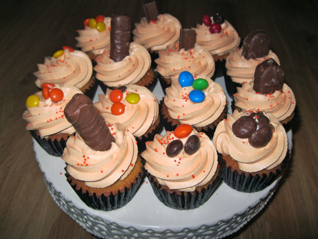 Trick or Treat Candy Cupcakes!