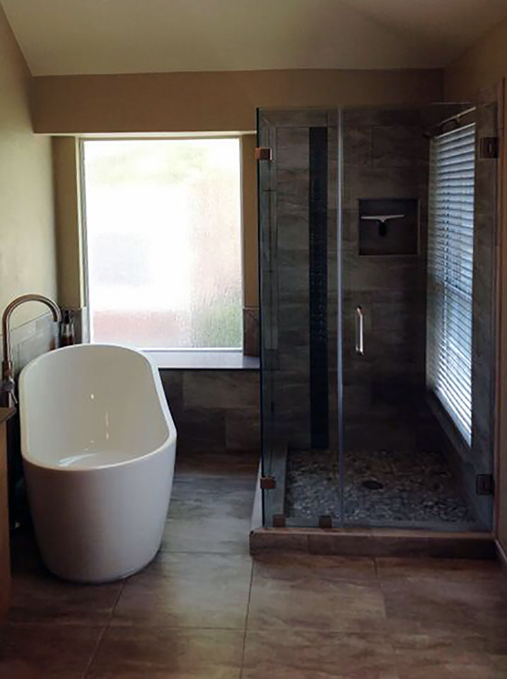 ND26_90_Degree_Frameless_Glass_Bath_Enclosures_Dallas.jpg