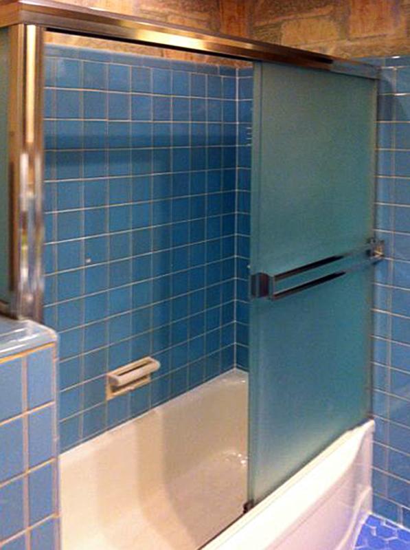 BT10_Bath_Tub_Glass_Doors_Sliding_Dallas.jpg