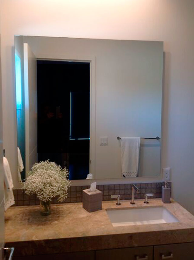 SOM05_Standoff_Bathroom_MIrrors_Custom_Floating_Dallas.jpg