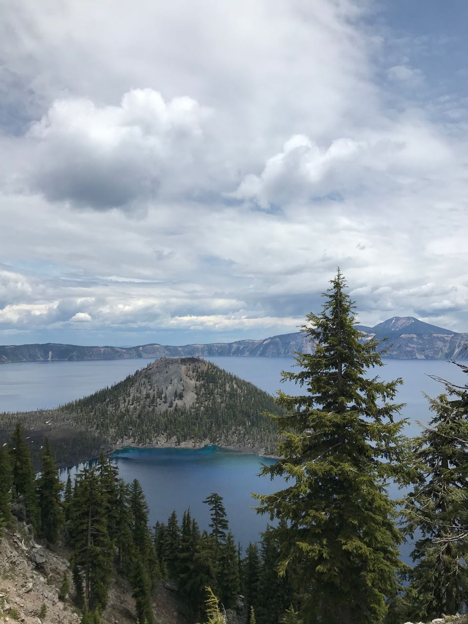 crater lake wizard island.jpg