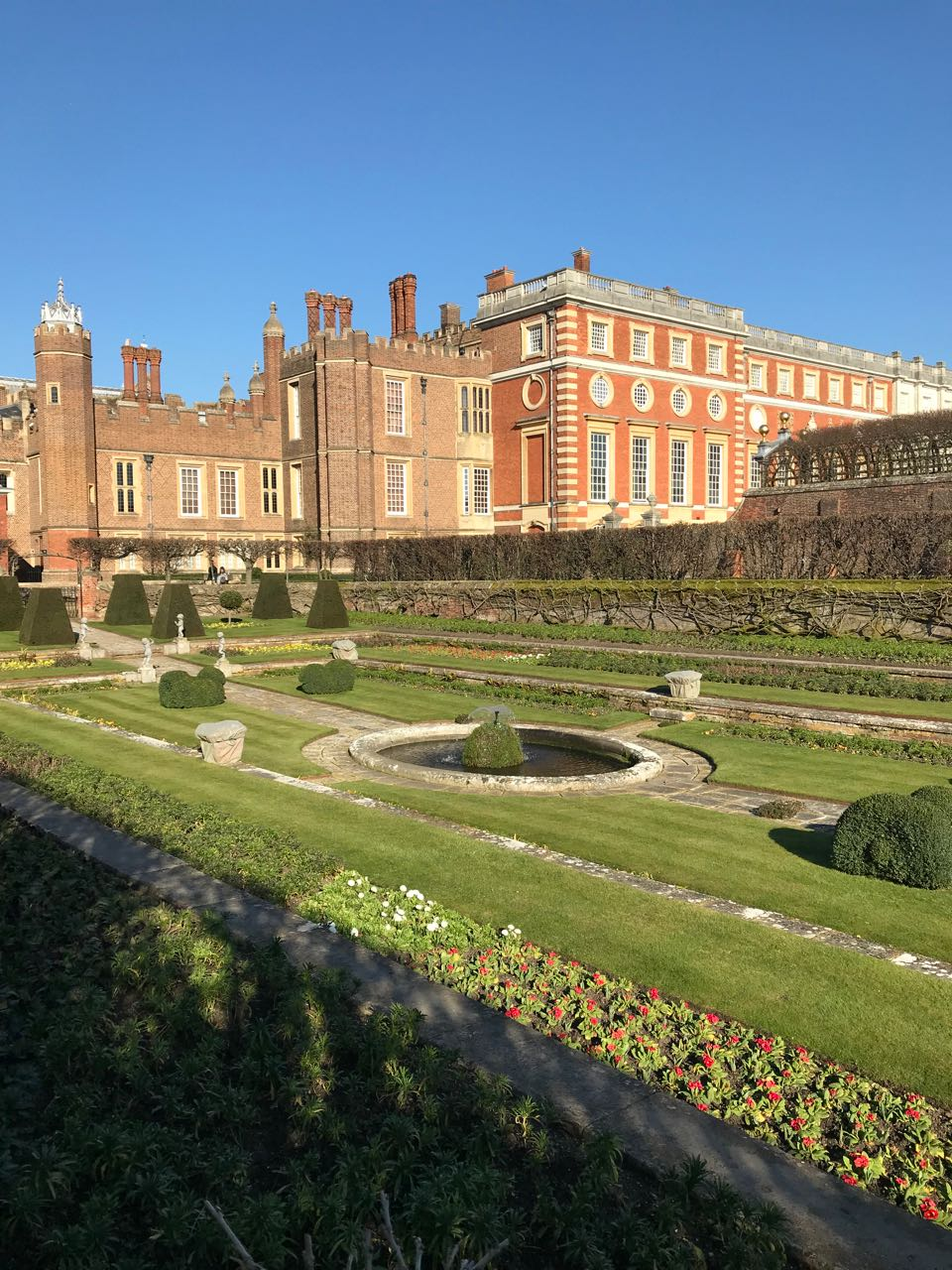 Hampton Court Gardens vertical.jpg