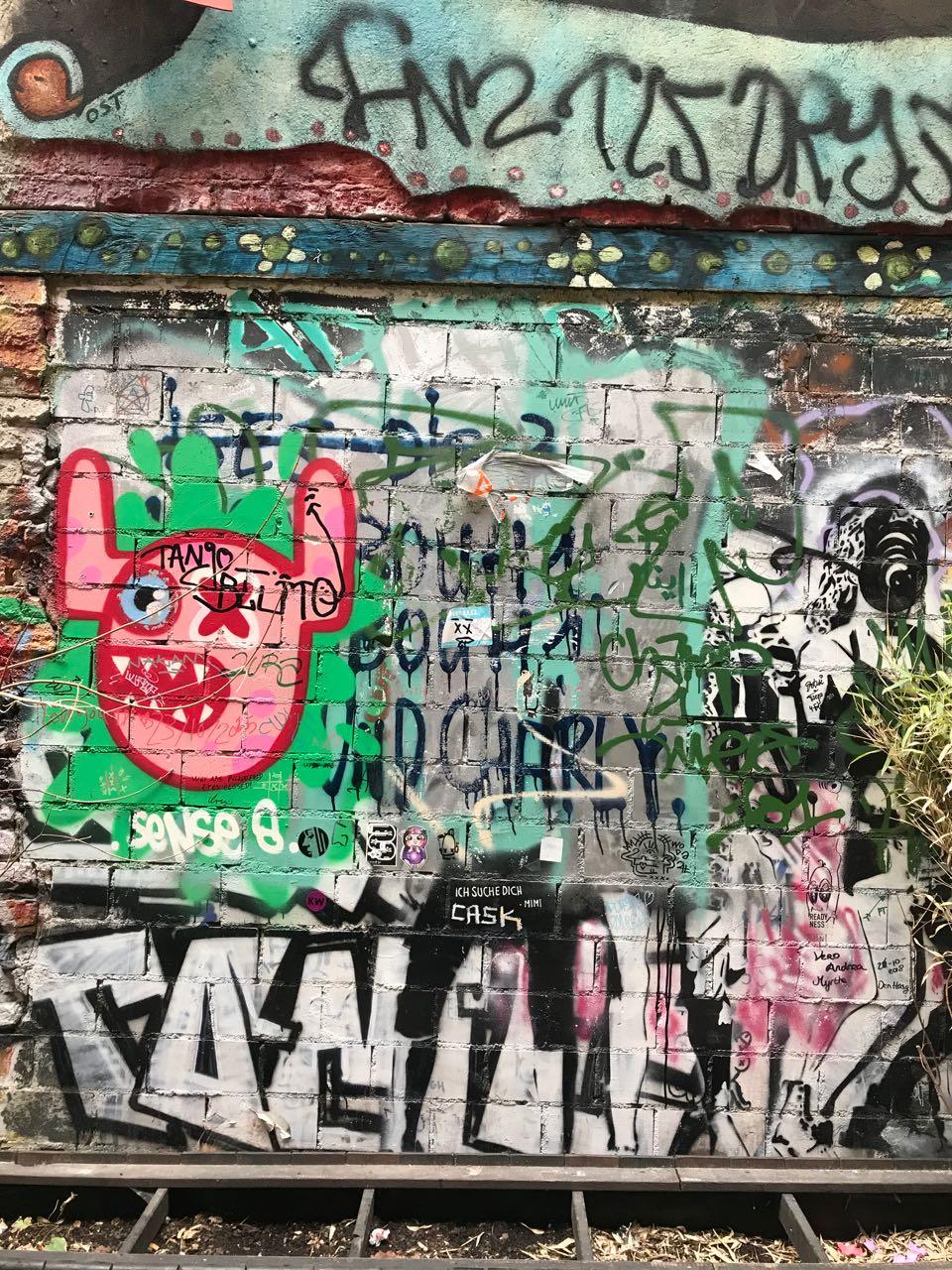 Berlin graffiti 2.jpg