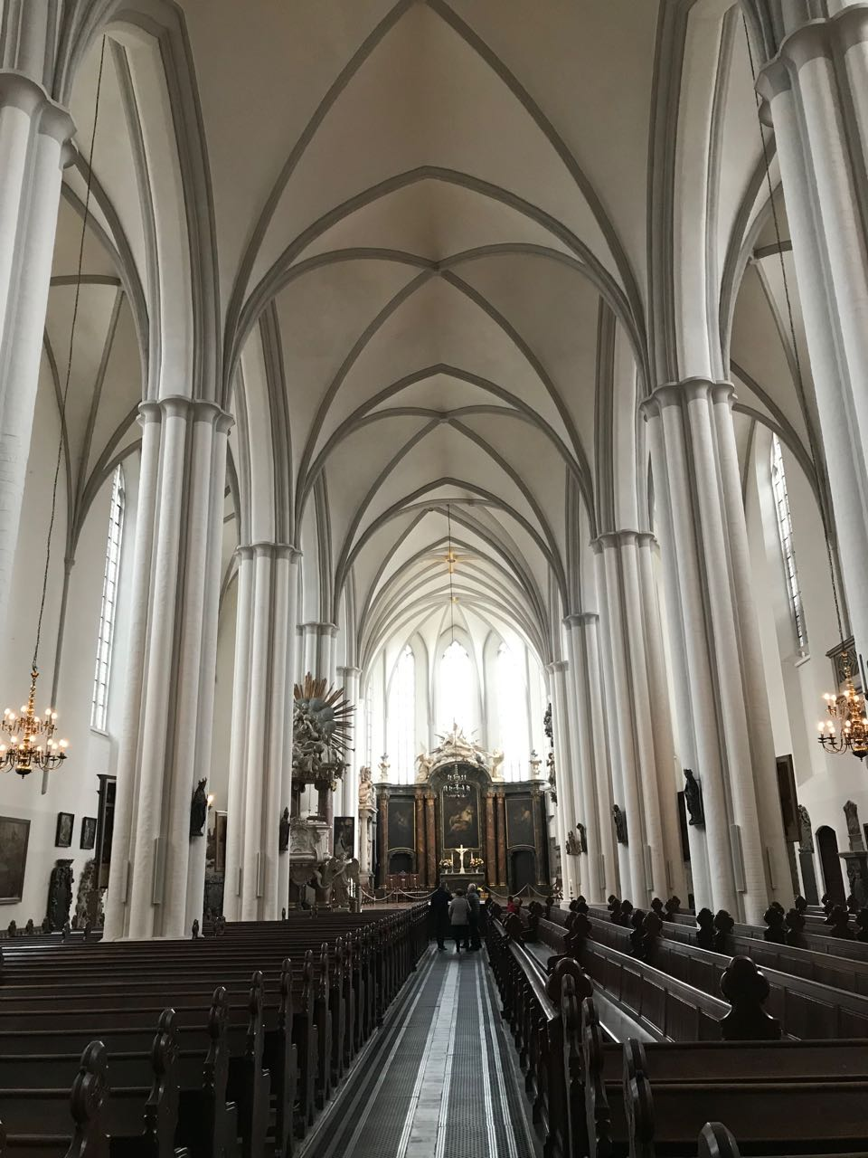 Church interior Berlin.jpg