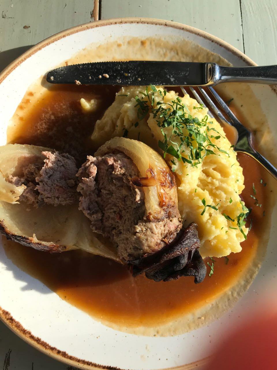 stuffed onion Katerschmaus.jpg