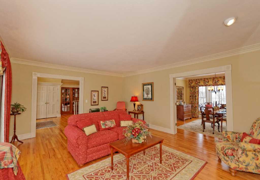 2-Living Room (3).jpg