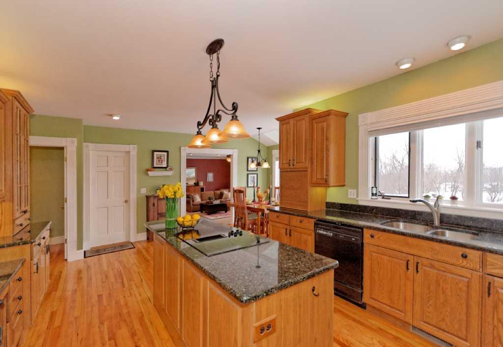 3-Kitchen (1).jpg