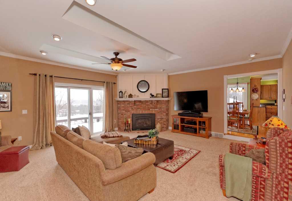 3-Living Room (2).jpg