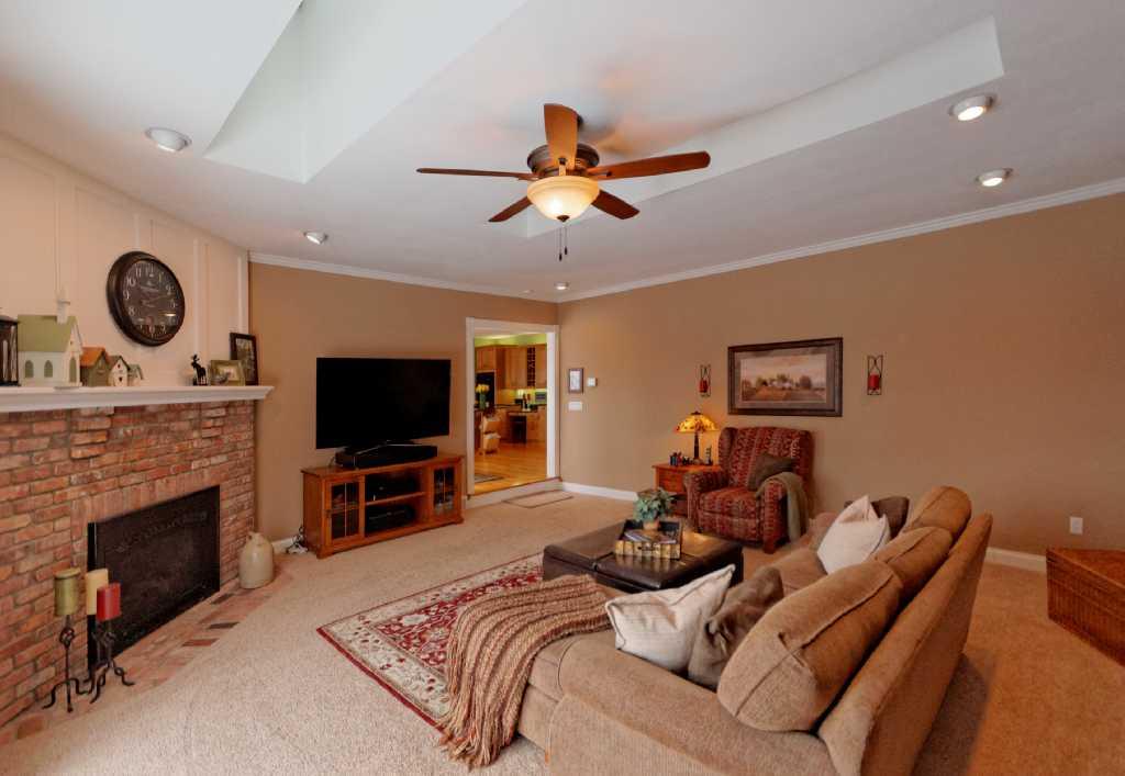 3-Living Room (3).jpg