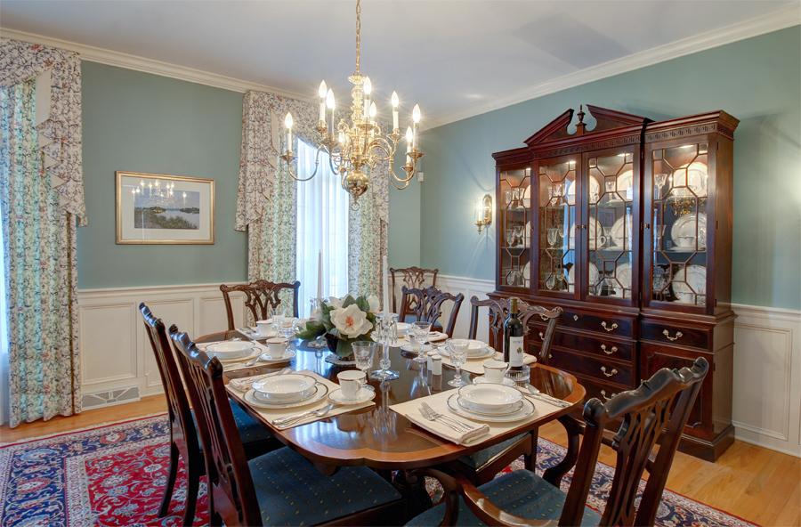 Formal diningroom.jpg