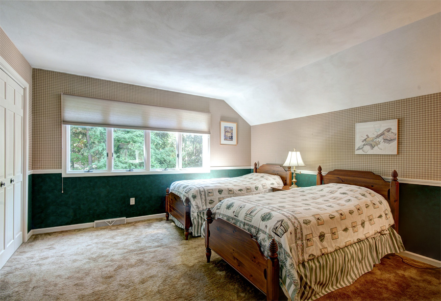 Upstairs bedroom1.jpg