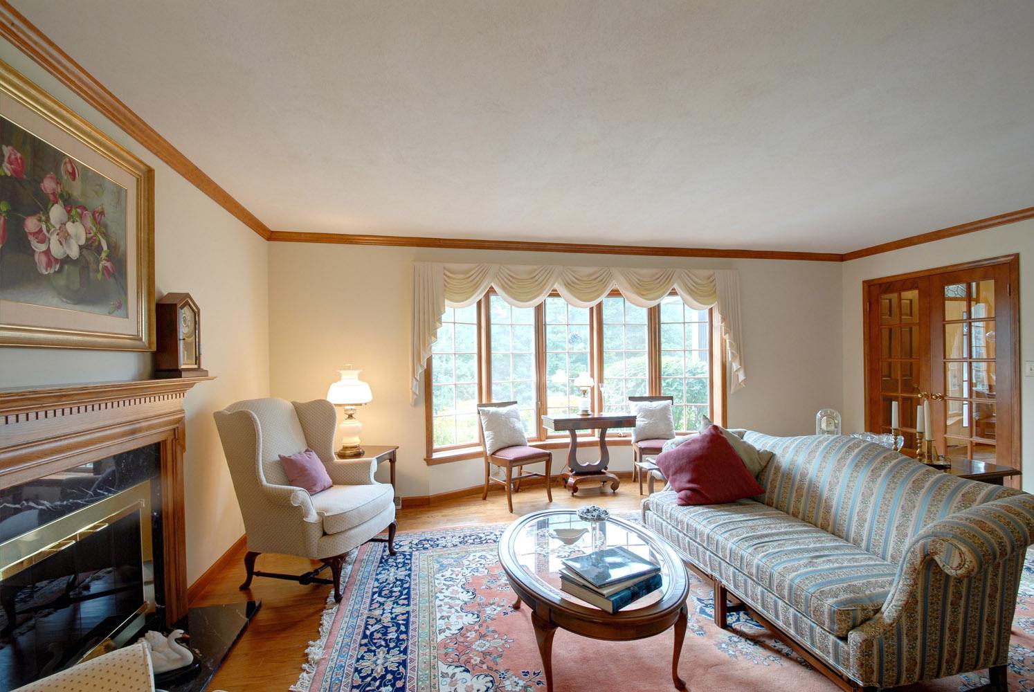 Formal Living room 2.jpg