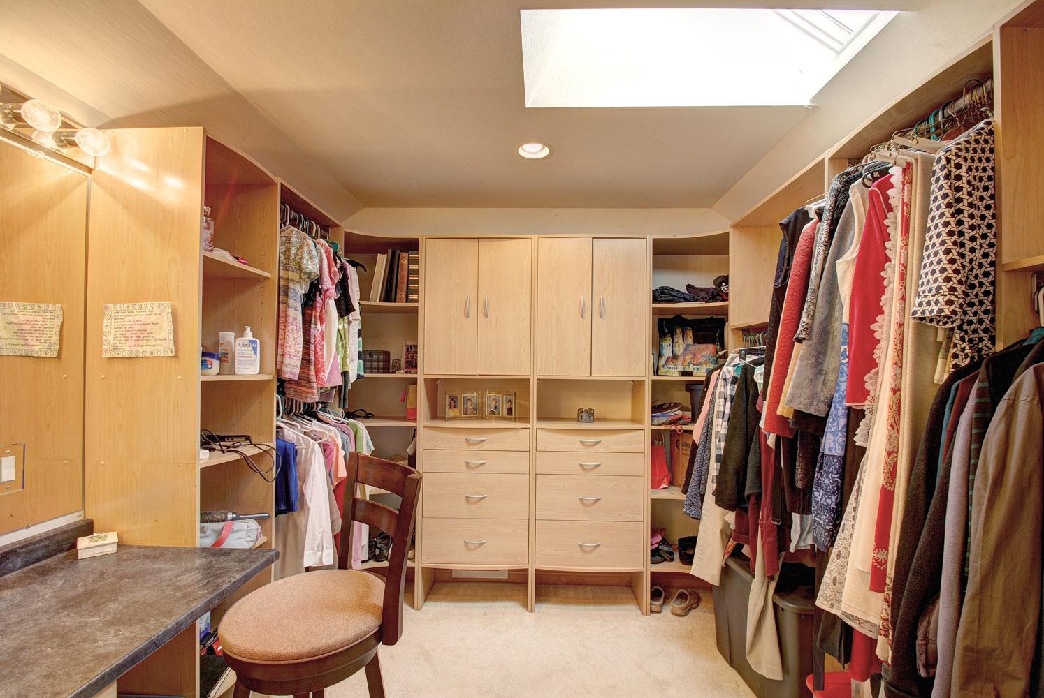 Master Bedroom walk_in Closet.jpg