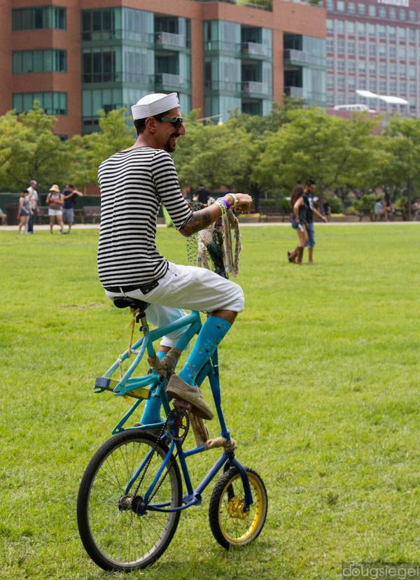 Mitch.circus.bike.Travis.Eagledove-web.jpg