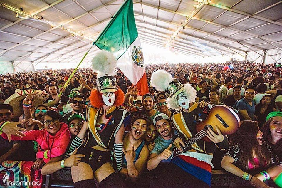 Clown.family.photo.EDC.Mexico.2016.jpg