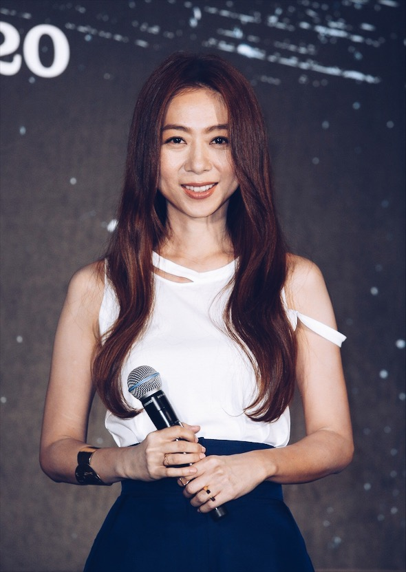 Singer and songwriter  Cheer Chen  wearing the  C, Cross, Dew, and Flip cuff  at her 20th Anniversary concert press conference.
