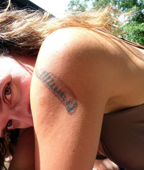 karin-alisa-houben-hawk-feather-tattoo