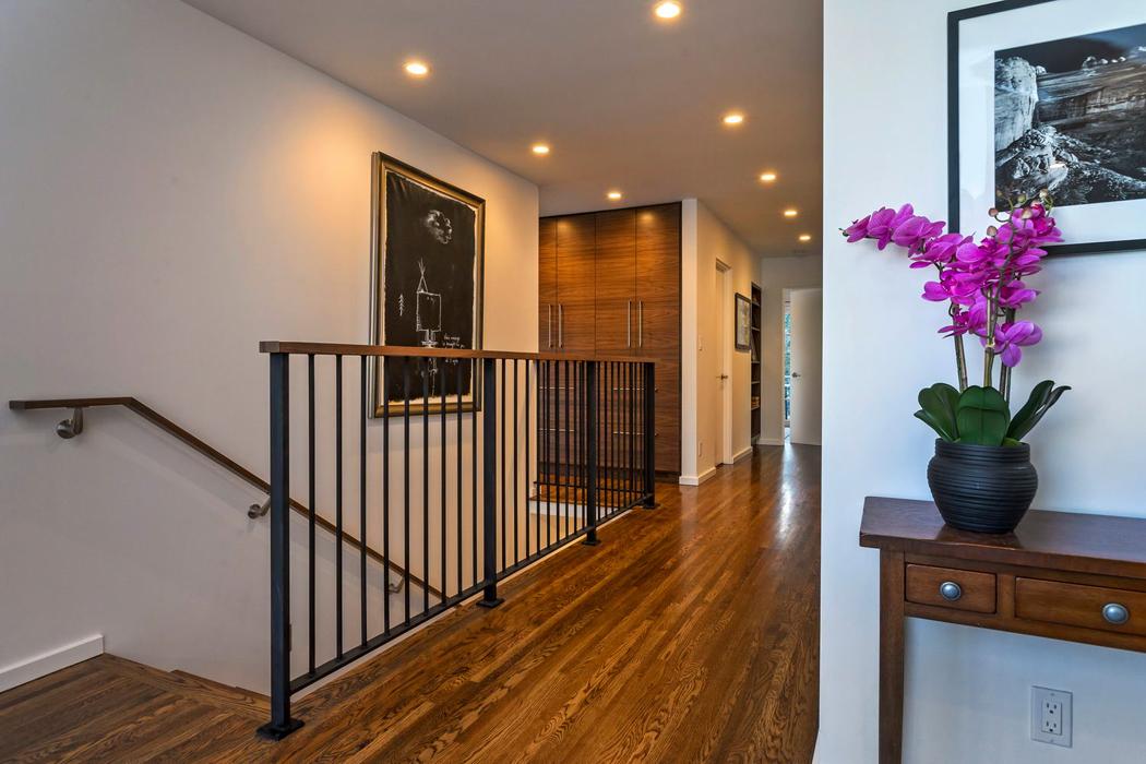 Able-and-Baker-Hallway-367739-web.jpg