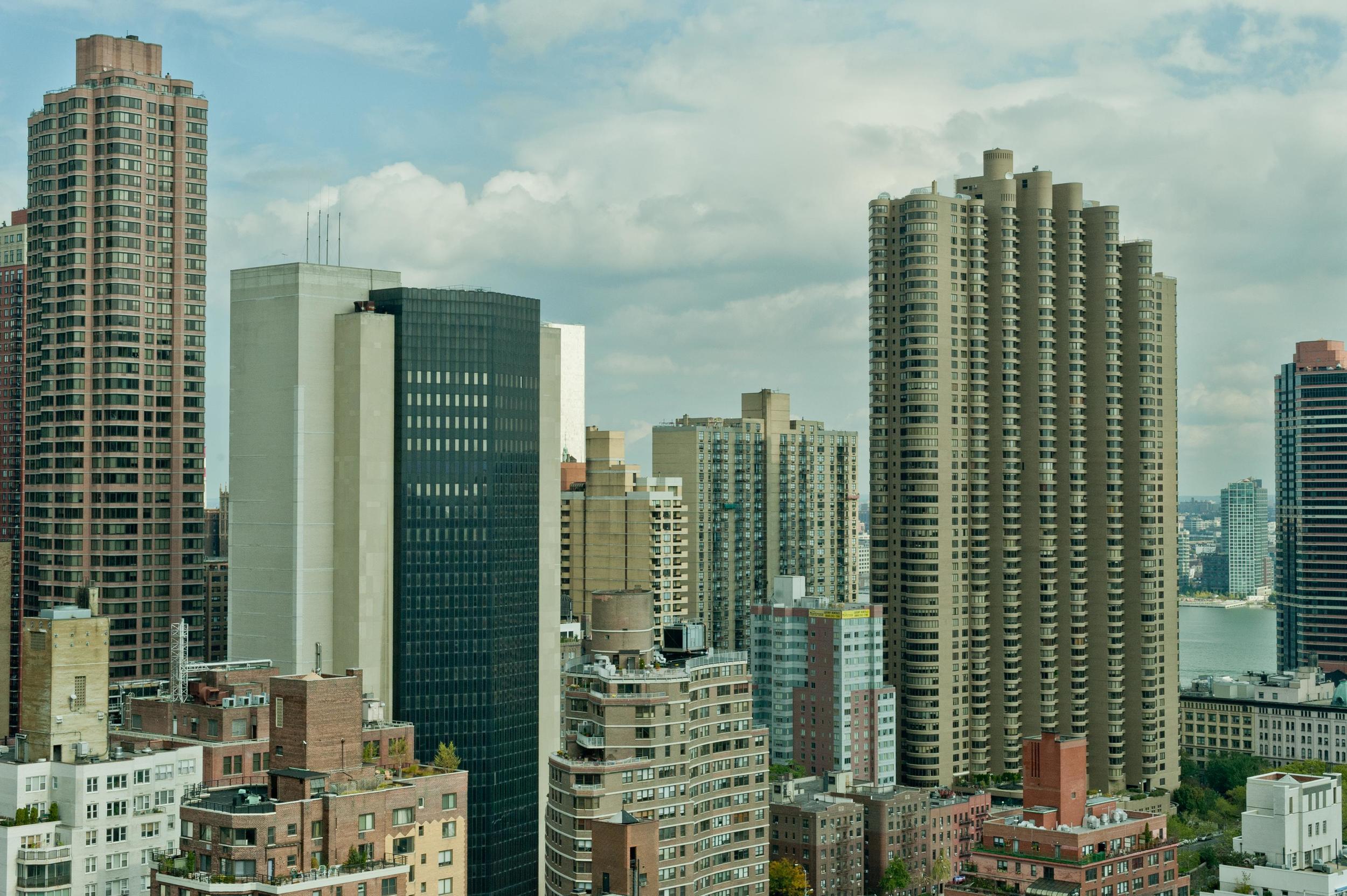 cityscape-nyc-east-river_22851448644_o.jpg