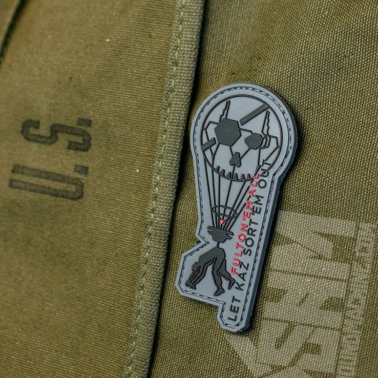 fulton-metal-gear-patch-snake-hound-machine-roberto-orozco-design-artist-orozcodesign-grey-shm