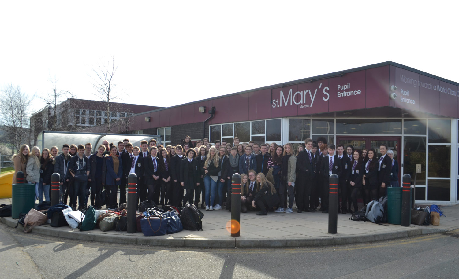 Photo: German Exchange visit to the UK Commemorative photo at St. Mary's