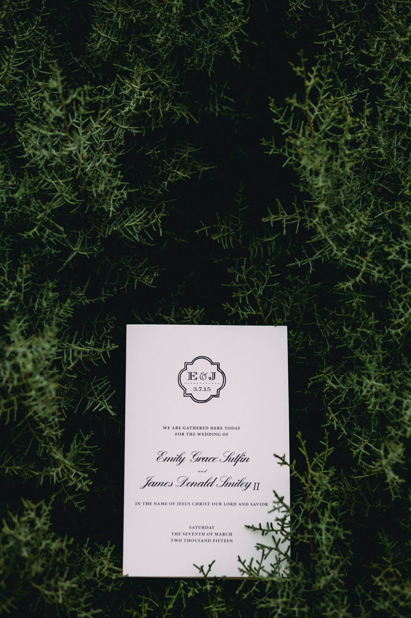 Photo by  Grant Daniels Photography    Style: Bifold   Paper: Cream Cardstock  Ink: Black