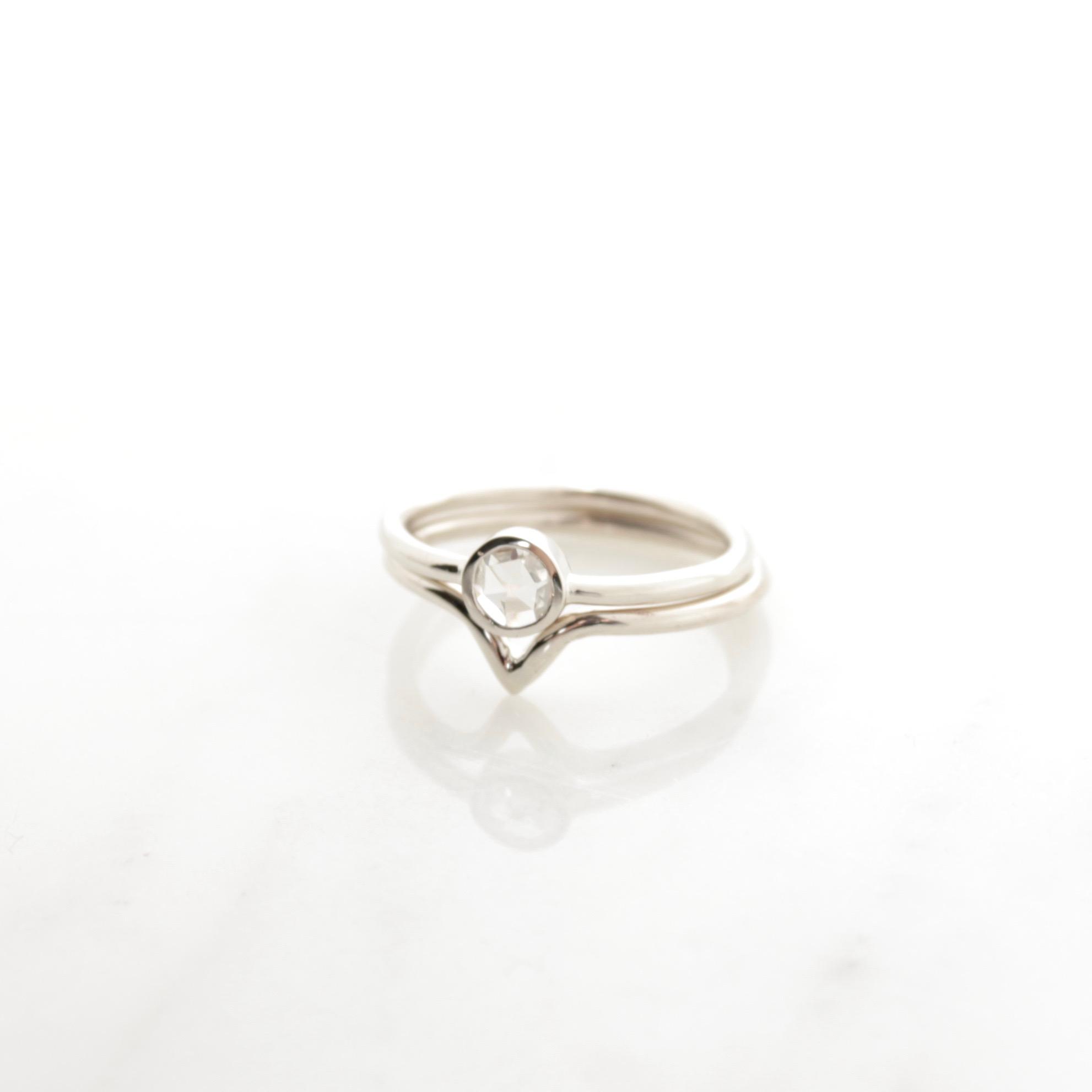 White rosecut diamond set 14k white gold