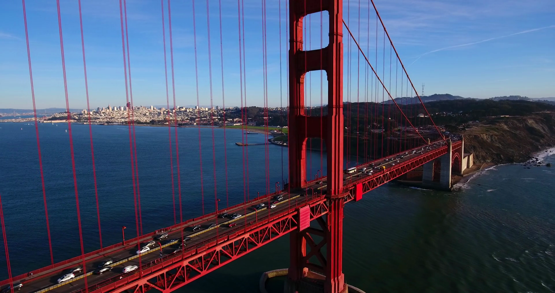 pulling-back-from-golden-gate-bridge-aerial-cars-driving-across-in-san-fran_bwlhpc7ex_thumbnail-full01.png