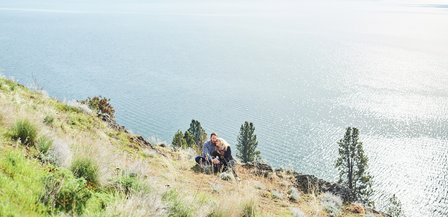 wide-angle-portrait-of-engaged-couple-in-the-sunshine-in-kelowna-photography-session.jpg