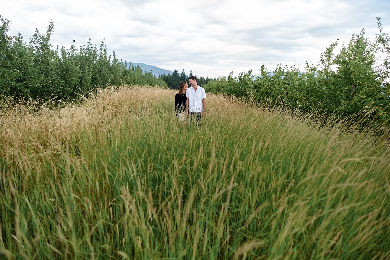 engaged-couple-in-field-in-kamloops.jpg