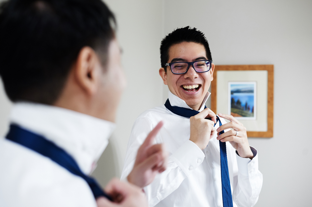 groomsmen doing up tie