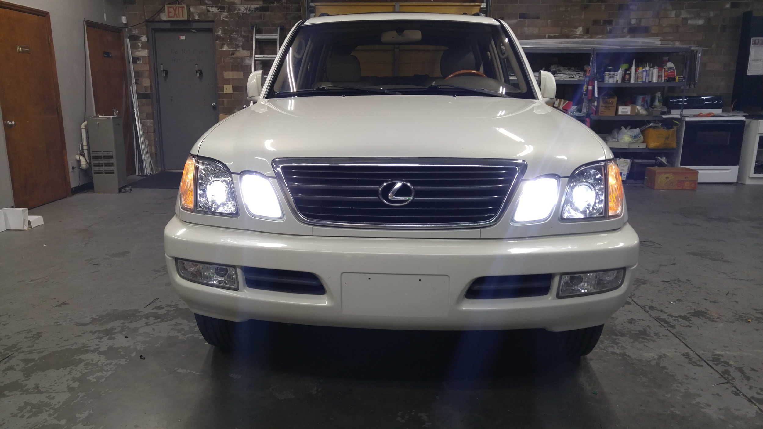 02 Lexus LX470.jpg
